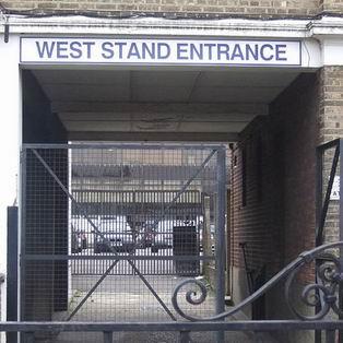 Вход на West Stand стадиона Уайт Харт Лэйн