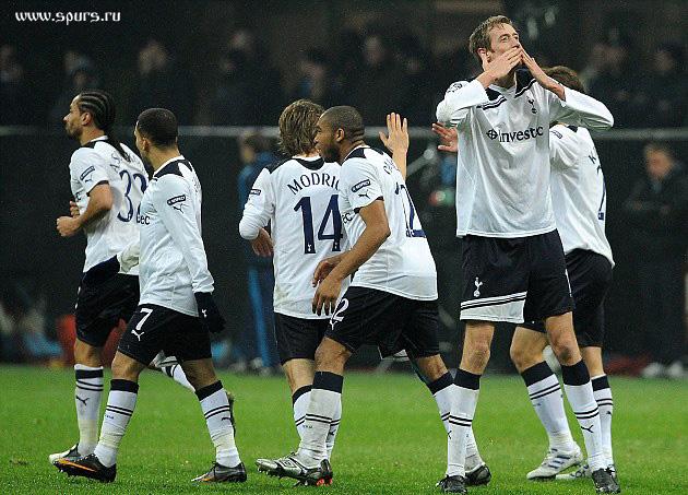Милан - Тоттенхэм 0:1 Питер Крауч забил победный гол с паса Аарона Леннона