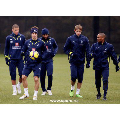 Roman Pavluchenko David Bently Jermain Defoe Tottenham Hotspur