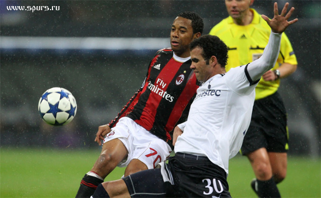 Но Сандро на 80-й минуте перехватил мяч у своей штрафной и начал контратаку...