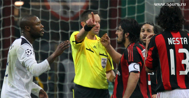 """Стефан Ланнуа, судивший этот матч, """"не заметил"""" целый ряд нарушений игроков Милана"""