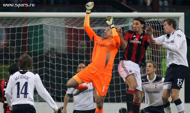 Милан смог забить лишь с двойным нарушением правил - фолом в атаке и офсайдом, так что их гол засчитан не был