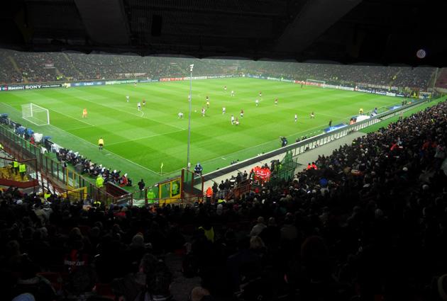 "Стадион ""Сан Сиро"" во время матча Милан - Тоттенхэм 0:1"