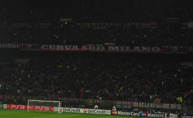 Трибуна болельщиков Милана во время матча Милан - Тоттенхэм 0:1