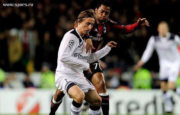 Тоттенхэм - Милан 0:0 Лука Модрич в борьбе за мяч