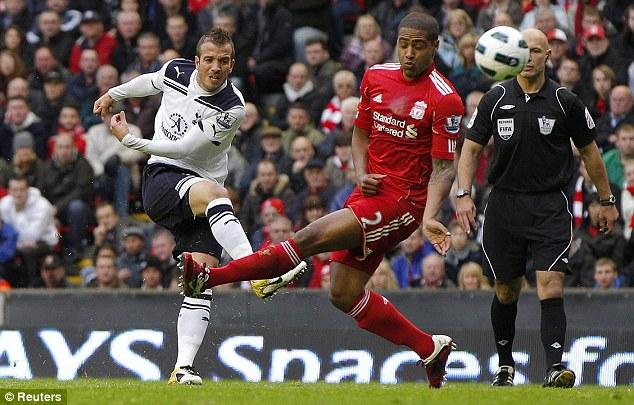 Рафаэль ван дер Ваарт забивает первый гол: Ливерпуль - Тоттенхэм Хотспур 0:2
