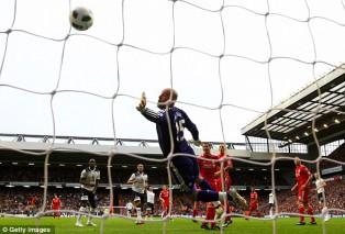 Пепе Рейна не смог противостоять удару Рафаэля ван дер Ваарта : Ливерпуль - Тоттенхэм Хотспур 0:2