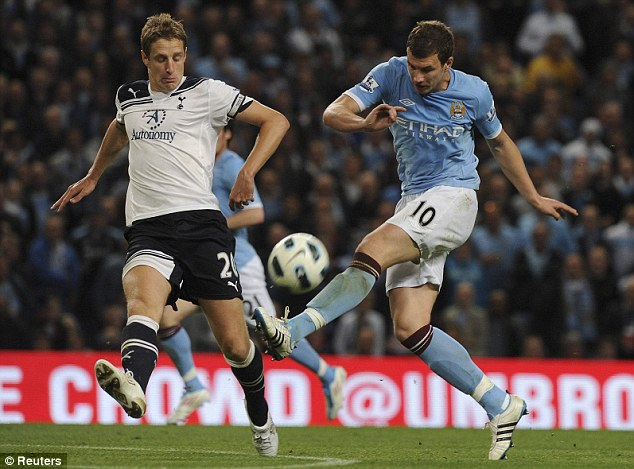 Майкл Доусон накрывает удар Эдина Джеко: Манчестер Сити – Тоттенхэм Хотспур 1:0