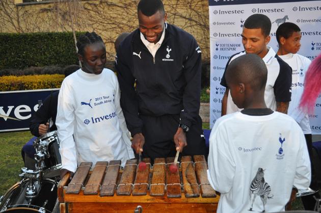 Бонгани Кхумало - ксилофон: «Тоттенхэм Хотспур» и «Alexander Field Band» в ЮАР