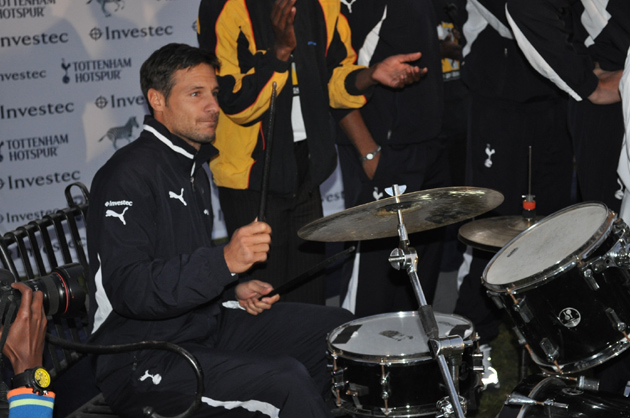 Звезда вечера - Карло Кудичини играет на ударных: «Тоттенхэм Хотспур» и «Alexander Field Band» в ЮАР