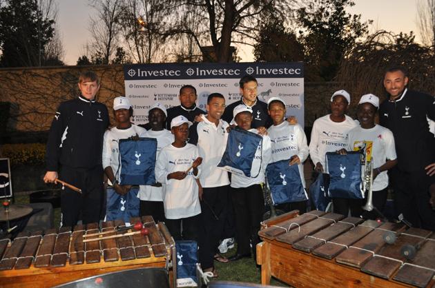 «Тоттенхэм Хотспур» и «Alexander Field Band» в ЮАР