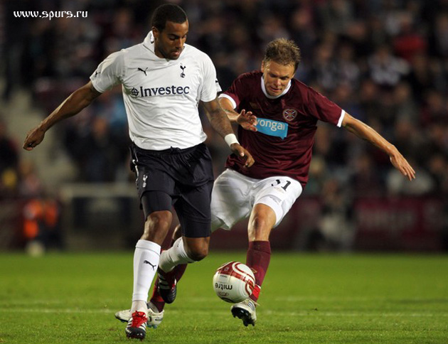 Том Хаддлстоун и Андриан Мровец  в матче  Хартс - Тоттенхэм Хотспур 0:5