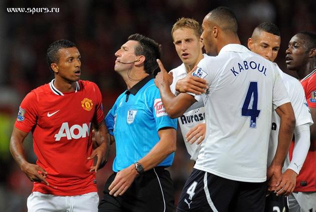 Юнес Кабул и Джейк Ливемор в матче Манчестер Юнайтед - Тоттенхэм Хотспур 3:0