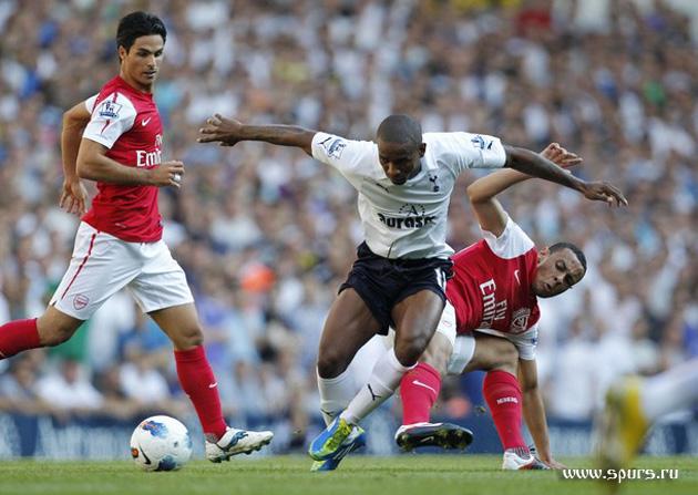 Джермейн Дефо vs Френсис Коклен в матче Тоттенхэм - Арсенал 2:1