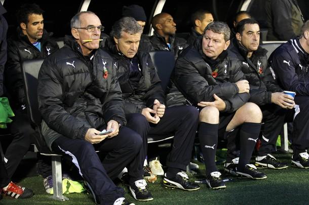 Джо Джордан, Кевин Бонд и Клайв Аллен управляют Тоттенхэмом в отсутствие Харри Реднаппа