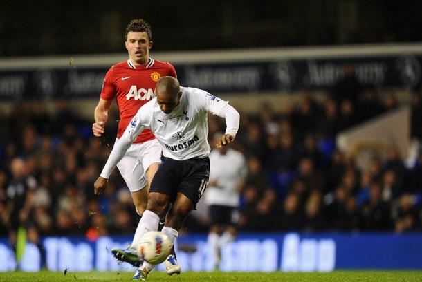 Джермейн Дефо забивает единственный гол Шпор  в матче Тоттенхэм Хотспур - Манчестер Юнайтед 1-3