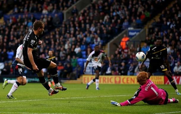 Рафаэль ван дер Ваарт забивает свой гол в матче Болтон - Тоттенхэм 1:4