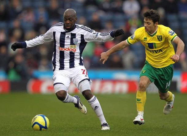 """Юссуф Мулумбу (на фото - слева) ведёт переговоры с """"Тоттенхэм Хотспур"""" и """"Ньюкасл Юнайтед"""""""