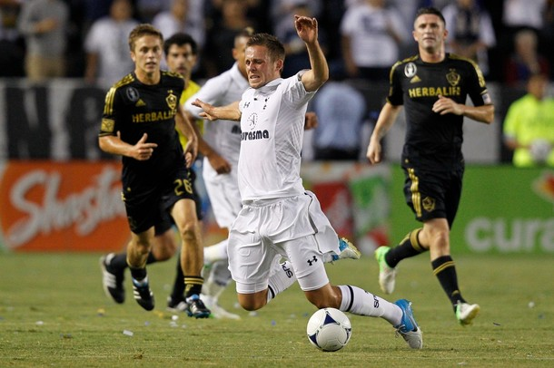 Гилфи Сигурдссон в матче Лос Анджелес Гэлакси - Тоттенхэм Хотспур 1:1