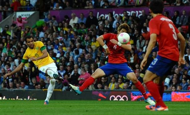 Кордейро Сандро в полуфинальном матче Олимпийских игр по футболу 2012