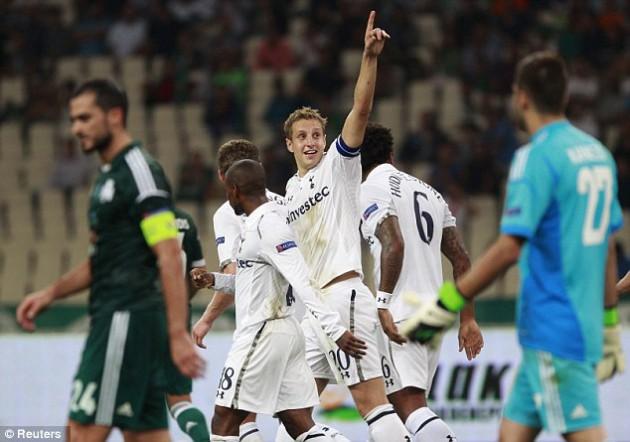 Майкл Доусон открыл счёт в матче Лиги Европы 2012/13 Панатинаикос - Тоттенхэм (1:1)