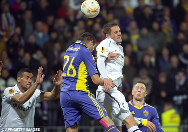 Гилфи Сигурдссон в матче Марибор - Тоттенхэм (1-1) Лиги Европы 2012/13