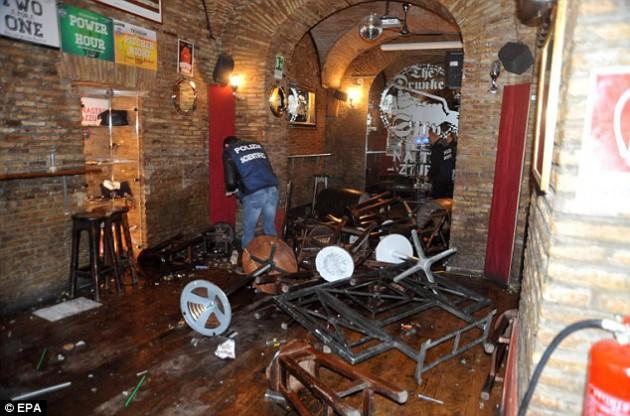 """Фашистствующие фаны """"Лацио"""" атаковали болельщиков """"Тоттенхэма"""" в Риме"""