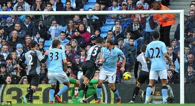Стивен Колкер забил единственный гол Шпор в матче Манчестер Сити - Тоттенхэм 2:1