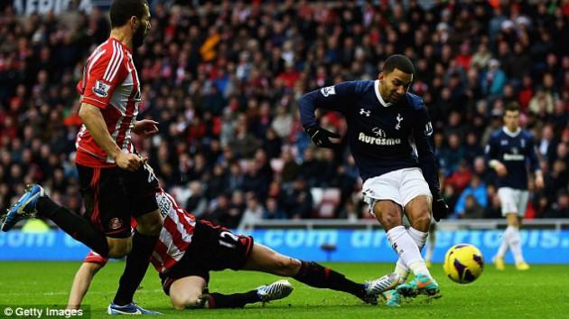 Аарон Леннон забил победный гол во встрече Сандерленд - Тоттенхэм 1:2