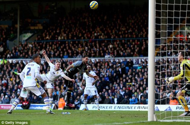 Гола, который забил Клинт Демпси, Шпорам не хватило для победы в матче Лидс Юнайтед - Тоттенхэм 2:1