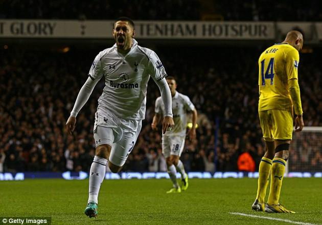 Клинт Демпси забил третий мяч  в игре Тоттенхэм - Рединг 3:1
