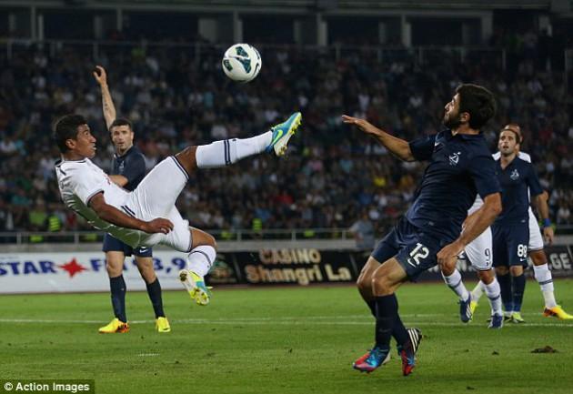 Паулиньо забил свой первый мяч за Тоттенхэм Хотспур на 44-й минуте встречи Динамо - Тоттенхэм 0:5