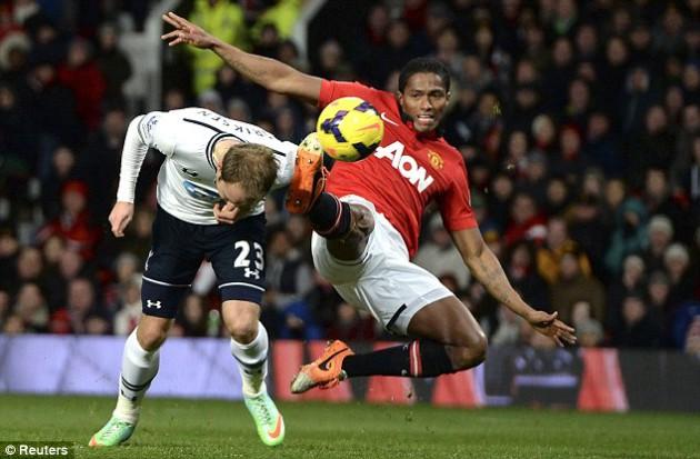 Кристиан Эриксен забивает победный мяч в игре Манчестер Юнайтед - Тоттенхэм 1:2