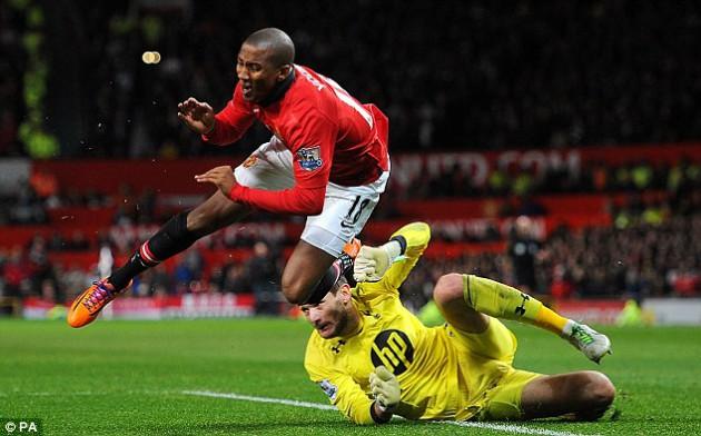 Юго Льорис vs Эшли Янг: Манчестер Юнайтед - Тоттенхэм 1:2