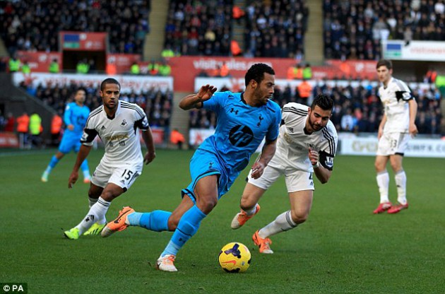 Мусса Дембеле в матче Суонси Сити - Тоттенхэм 1:3
