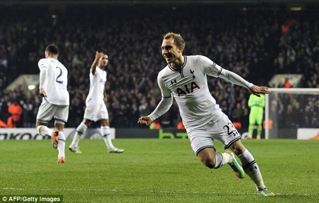 Кристиан Эриксен забивает единственный гол Шпор в матче Тоттенхэм - Бенфика 1:3