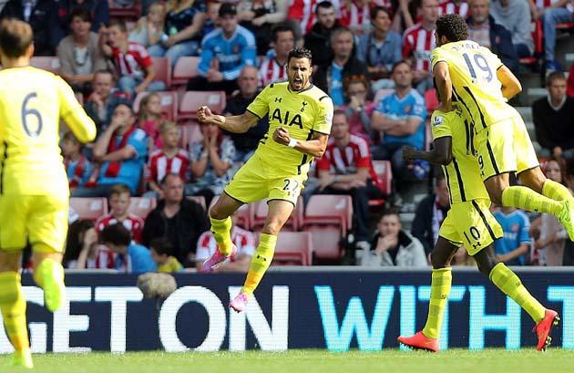 Насер Шадли открывает счёт в матче Сандерленд - Тоттенхэм 2:2