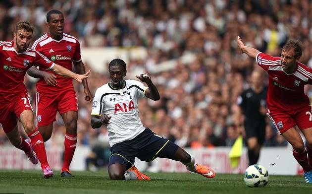Эммануэль Адебайор в матче Тоттенхэм Хотспур - Вест Бромвич Альбион  0:1
