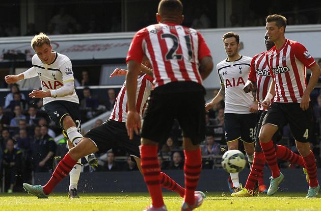 Кристиан Эриксен забивает единственный гол в матче Тоттенхэм - Саутгемптон 1:0