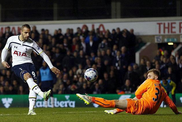 Роберто Сольдадо также отметился на табло в матче Тоттенхэм - Ньюкасл 4-0