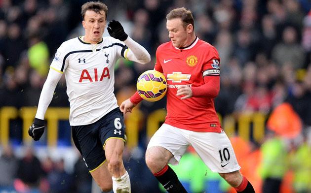 Влад Кирикеш против Уэйна Руни в игре Тоттенхэм - Манчестер Юнайтед 0:0