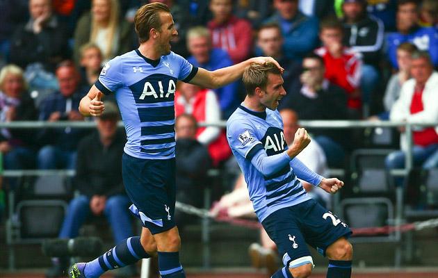 Кристиан Эриксен забил два красивых гола-близнеца в матче с Суонси Сити