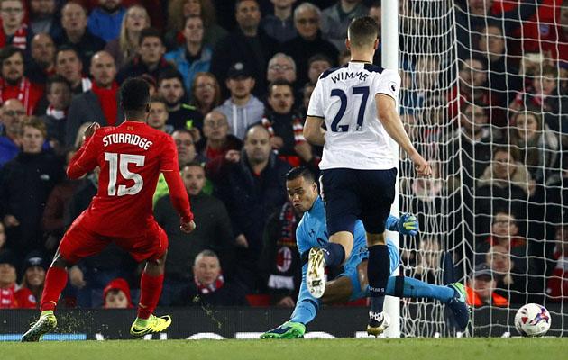 Несмотря на два пропущенных гола, Мишел Ворм провёл очень приличный матч против Ливерпуля