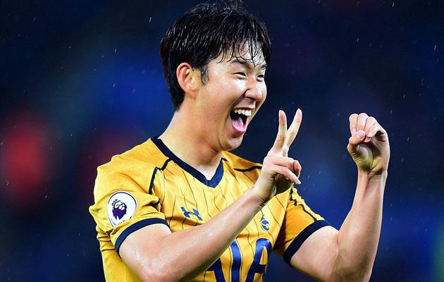Сон Хын Мин празднует свой 20-й гол в сезоне