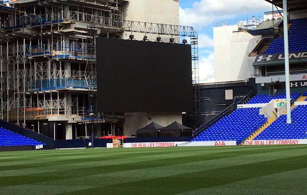 Для прощальной церемонии на Уайт Харт Лэйн установлен большой экран