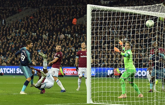 Гол Фернандо Льоренте закрыл Вест Хэму дорогу в 1/4-финал Кубка Лиги