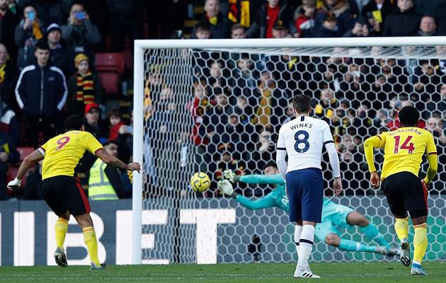 Пауло Гассанига снова берёт пенальти в матче с Уотфордом