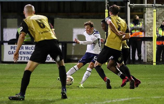 Элфи Дивайн стал самым юным игроком когда-либо игравшим и забивавшим гол за Шпоры